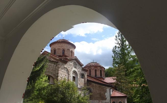 До Бачковския манастир за Цветница - само от Смолян