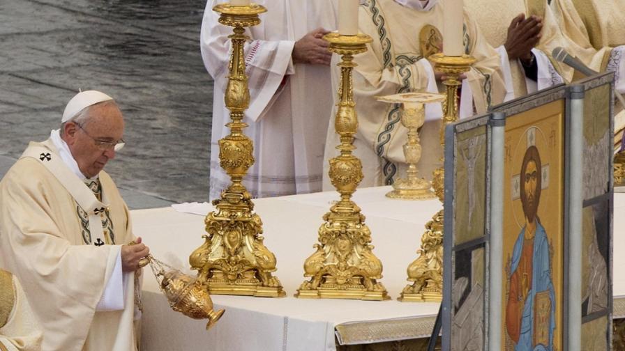 Папа Франциск осъди терора и призова за мир