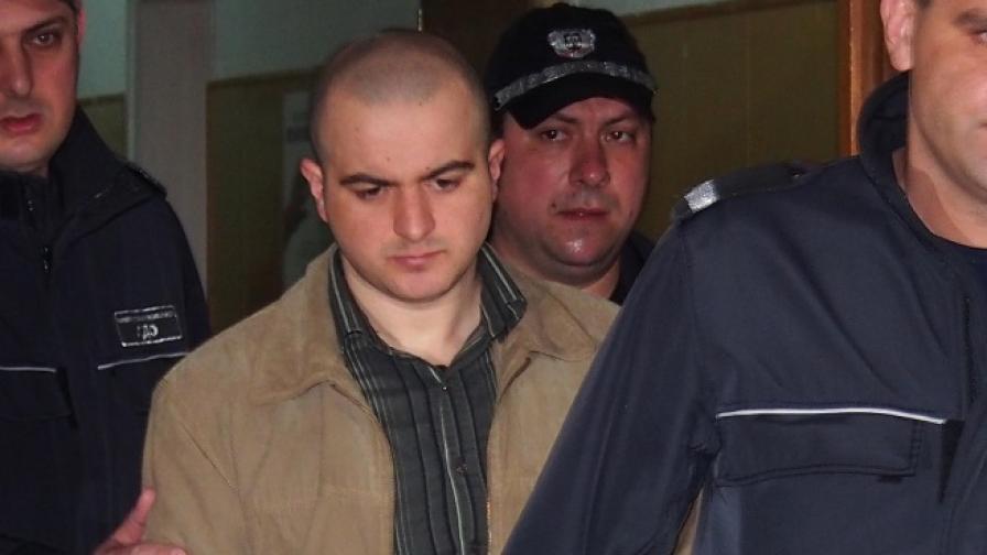 26-годишен варненец е обвинен, че на 2 януари миналата година в с.Белоградец, Варненска област, умишлено, по особено мъчителен начин и с особена жестокост е убил студентката