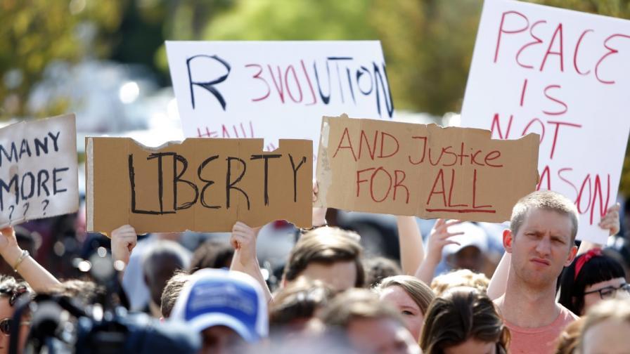 Мнозина излязоха на протест в град Норт Чарлстън
