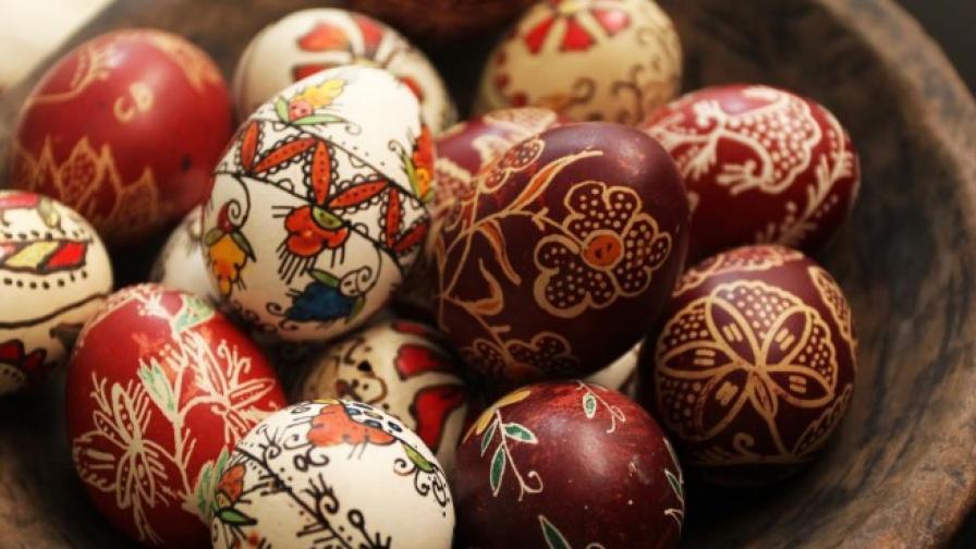 Велики четвъртък е, боядисват се яйцата