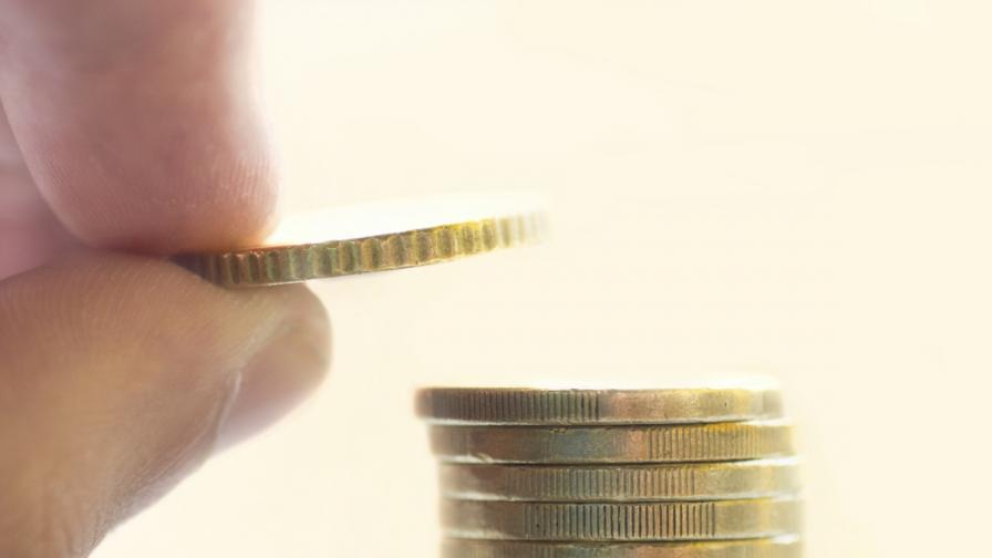 Разходите на българите растат, приходите - не
