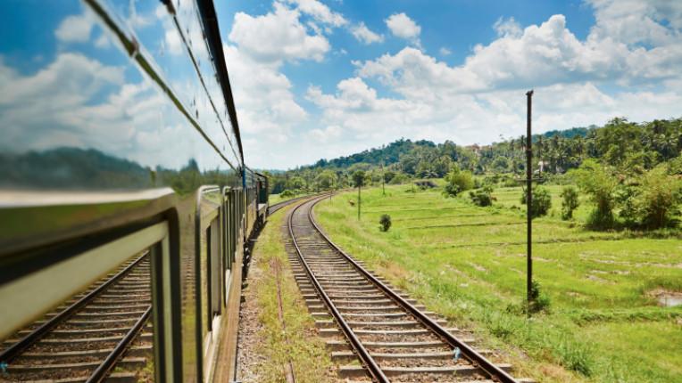 влак пътуване
