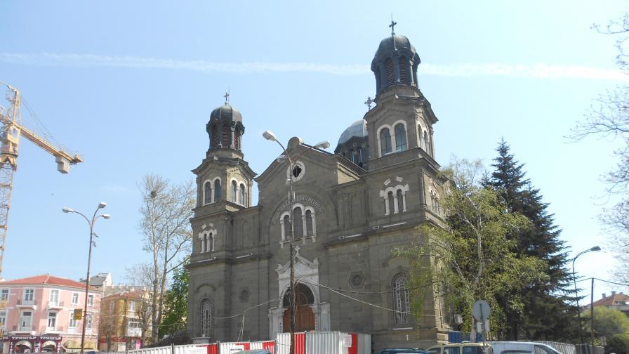 Италианци спасяват храма в Бургас със специални методи