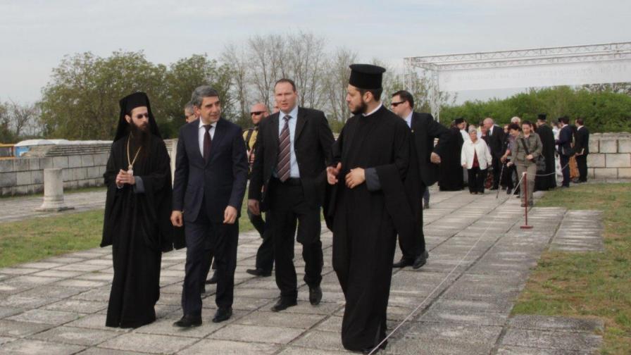Плевнелиев: Решението на Синода рискува разделение