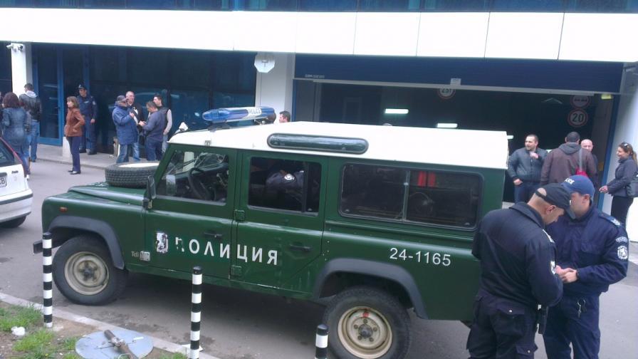 Полицията пред сградата на ТВ7 миналата седмица