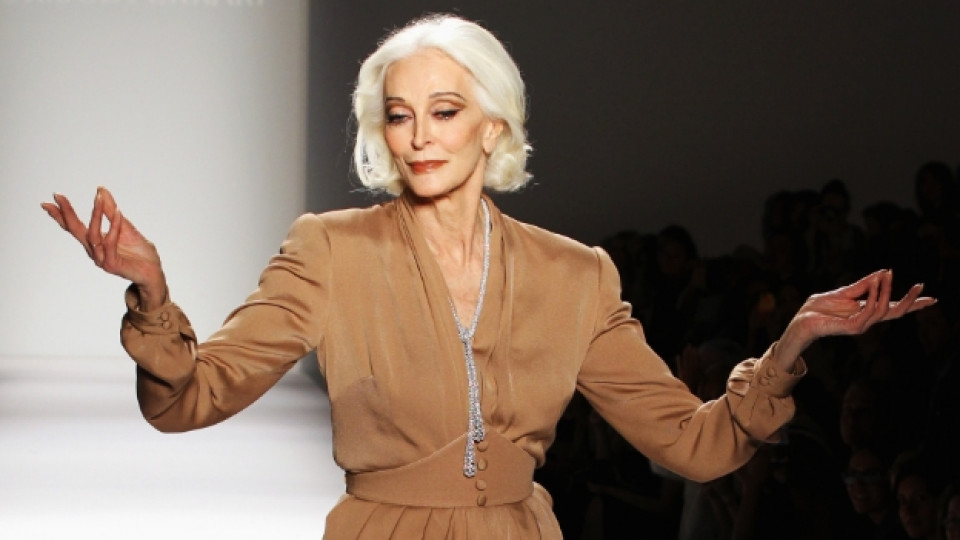 83-годишната икона в модата Кармен Делорефис и сега участва в ревюта