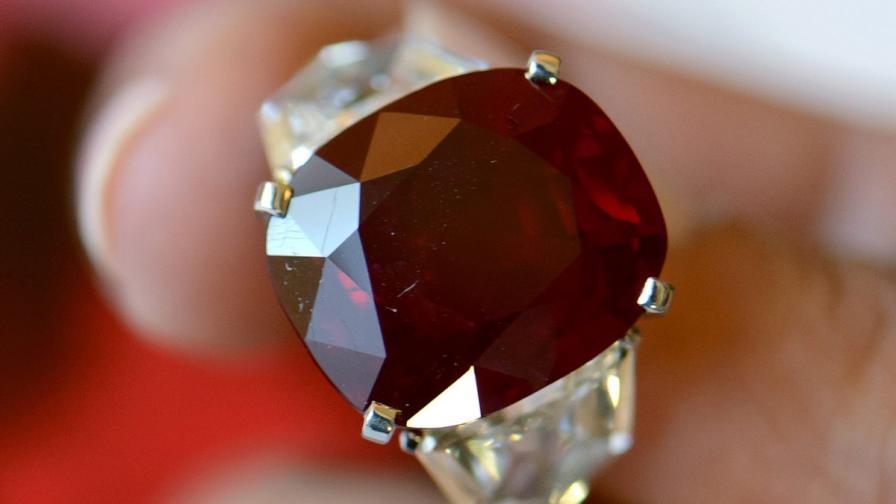 Рекорд: 30 млн. долара за пръстен с рядък рубин