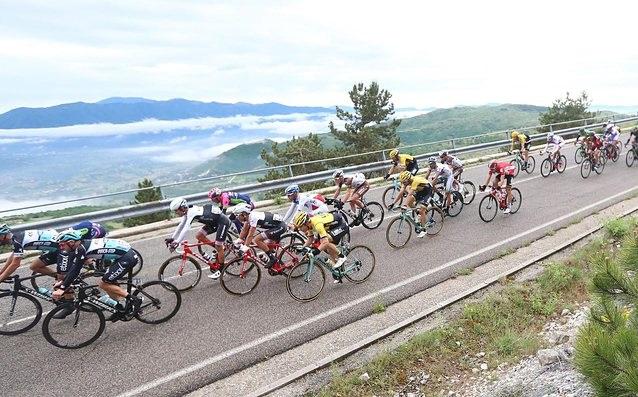 Представителят на домакините Елиа Вивиани спечели 17-ия етап на колоездачната