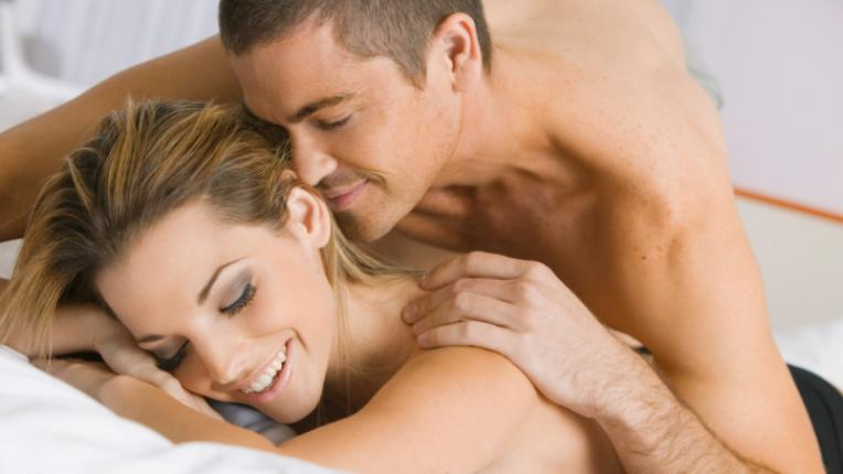 мъж жена секс страст спалня ласки любов лъст наслада прегръдки