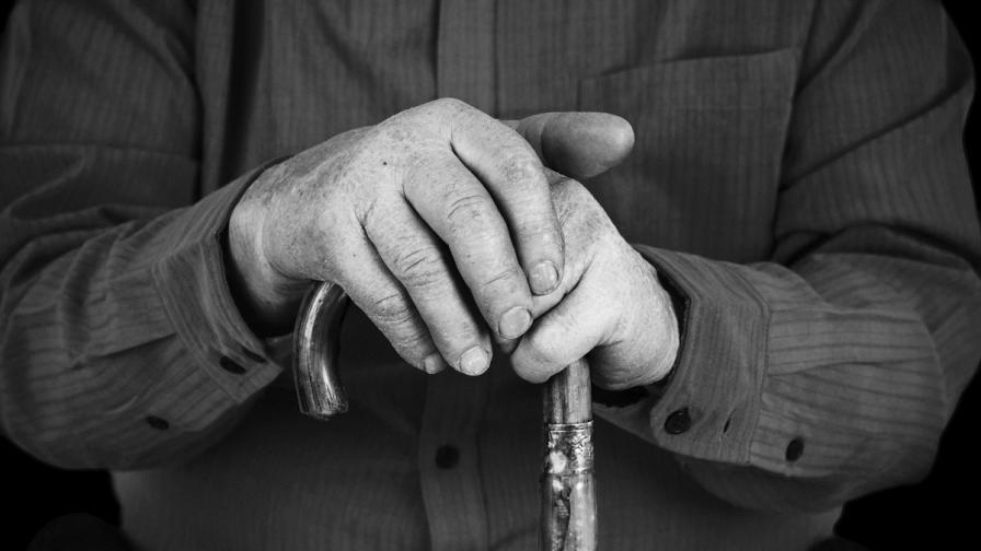 Хиляди пенсионери със запорирани пенсии