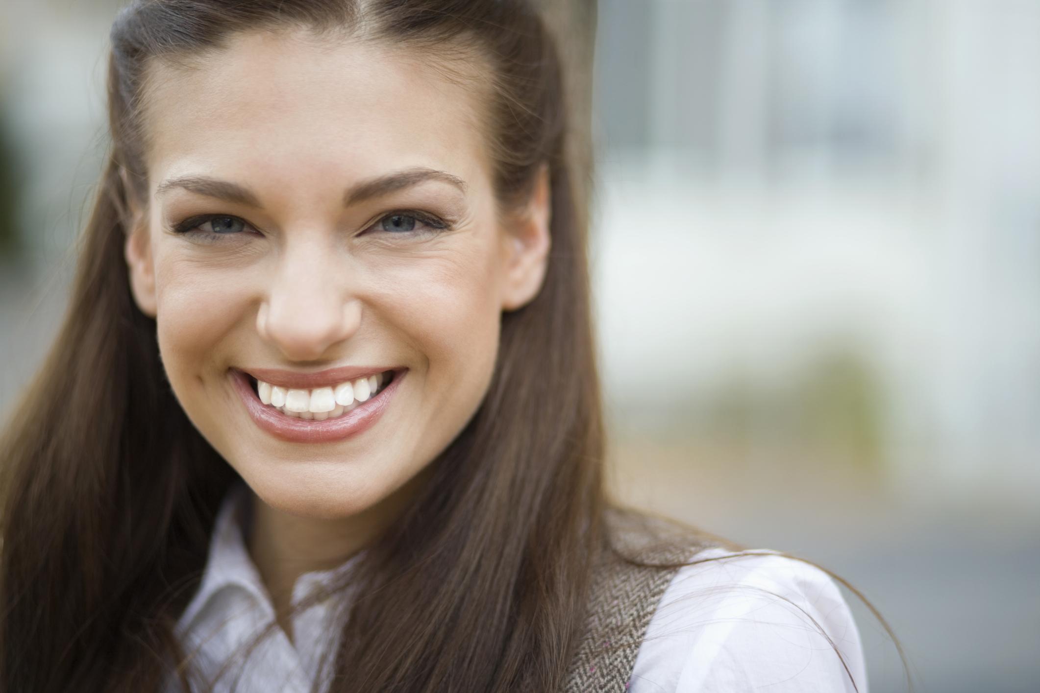 Усмивката е универсална<br /> По света прегръдките, ръкостискането и поклонът могат да означават различни неща. Усмивката обаче навсякъде издава едно и също нещо - щастие и доброжелателство.