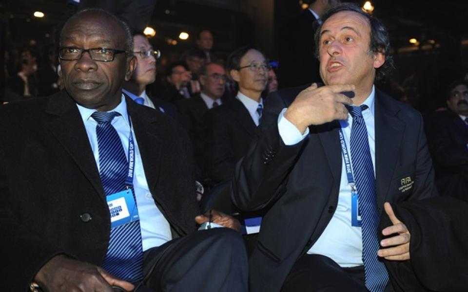 Екс-вицепрезидент на ФИФА напусна ареста в линейка