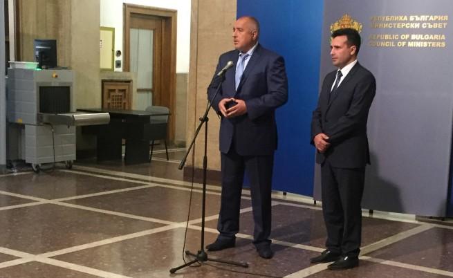 За какво говори лидерът на македонската опозиция с българските политици