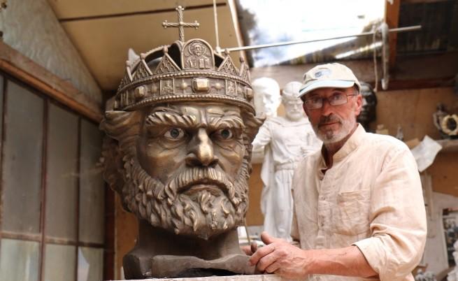 Колко тежи царската корона в наши дни?