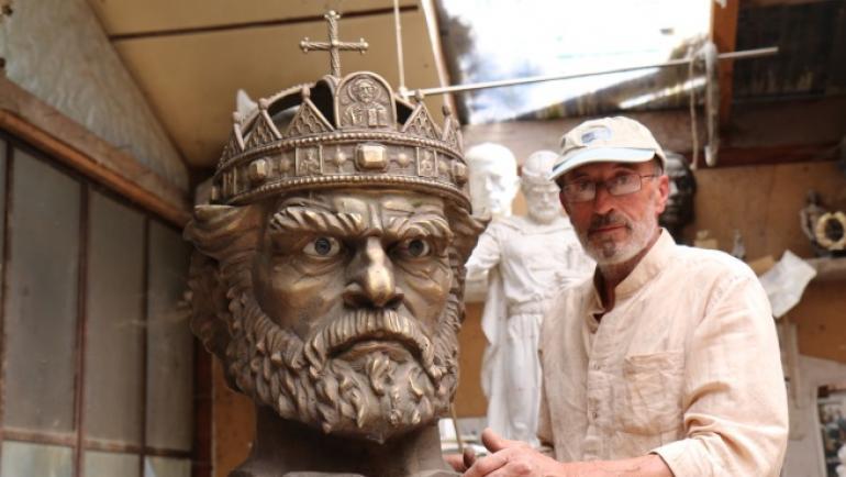 Колко тежи царската корона в наши дни? - Анализи и коментари ...