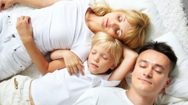 родители дете спалня легло сън родител деца