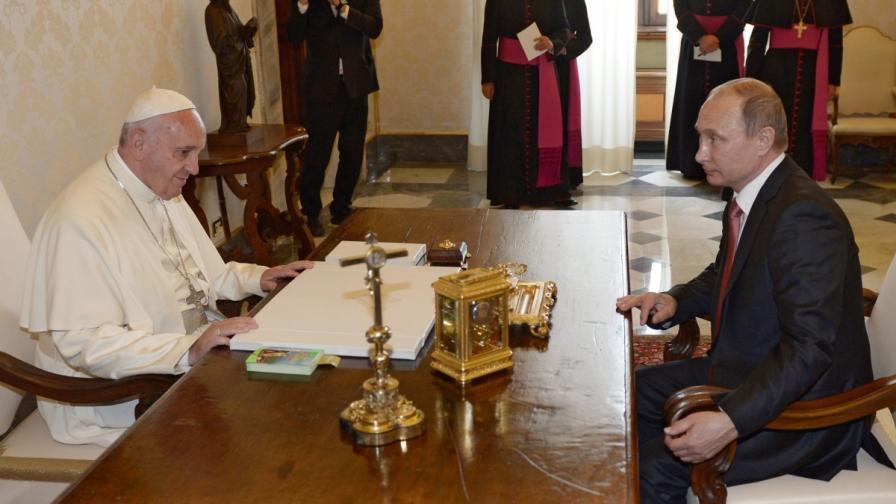 """Папа Франциск призова Путин за """"искрени усилия"""" за мир в Украйна"""