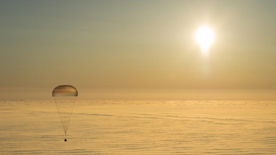 Трима космонавти от МКС се приземиха успешно в Казахстан