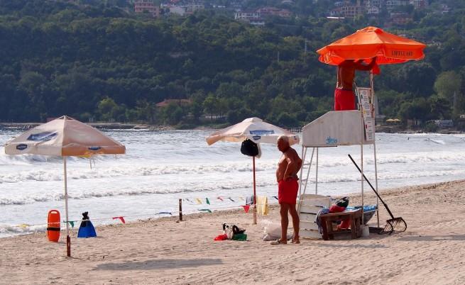Данъчни под прикритие ловят нарушители на плажа