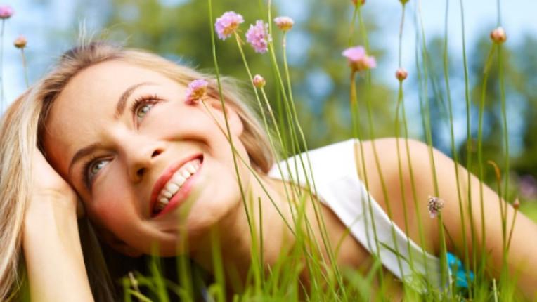 жена лято щастие