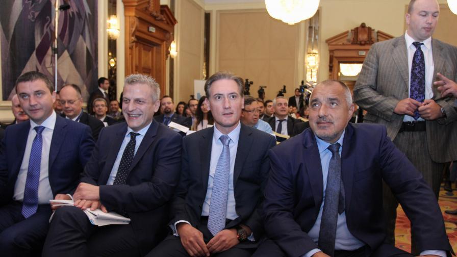 Петър Москов заедно с премиера, финансовия министър и председателя на КРИБ на форума на КРИБ