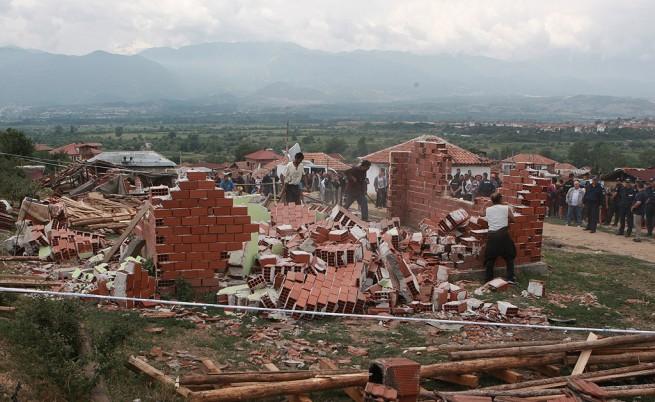 МРРБ: Отлага се събарянето на незаконни къщи в Гърмен