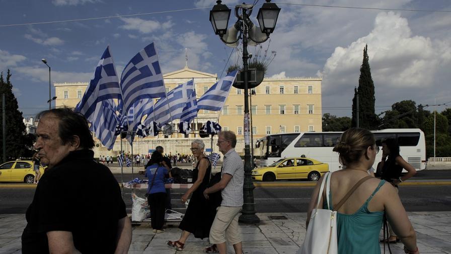 """Референдумът в Гърция: """"Не"""" стои над """"Да"""" в бюлетината"""