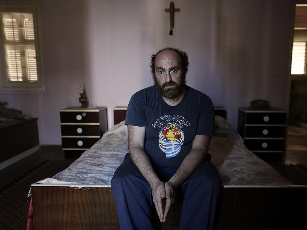Сега единственият му доход са около 500 евро от наем на два наследствени апартамента и вила.