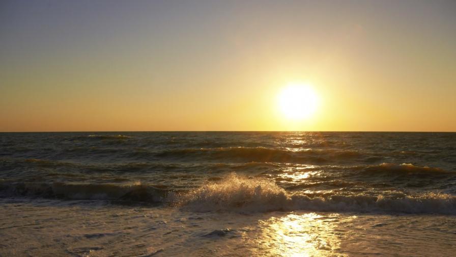 Джулая отново събира хиляди на морето