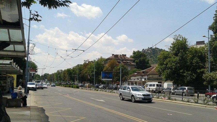 Скъсани тролейбусни жици повредиха 20 автомобила в Пловдив