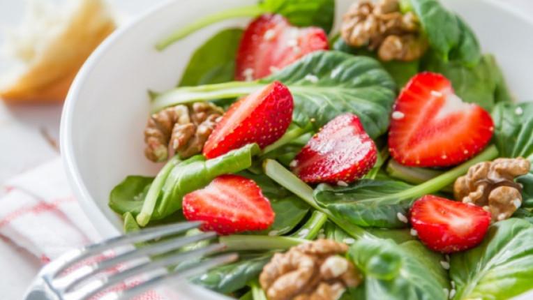 салата ягоди спанак
