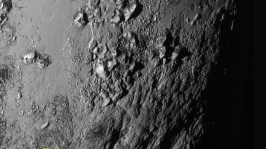 """Планини и луни: """"Нови хоризонти"""" разкрива Плутон"""