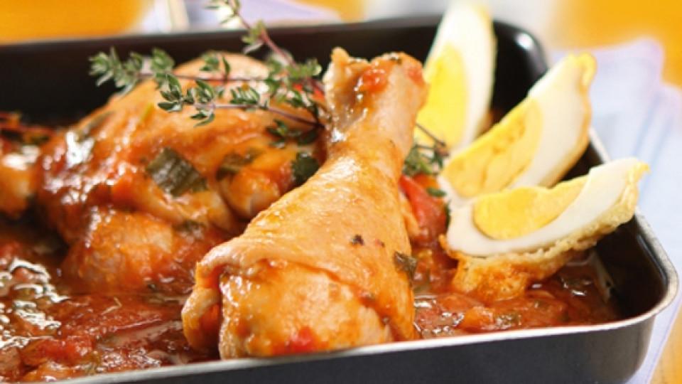 Пиле в доматен сос