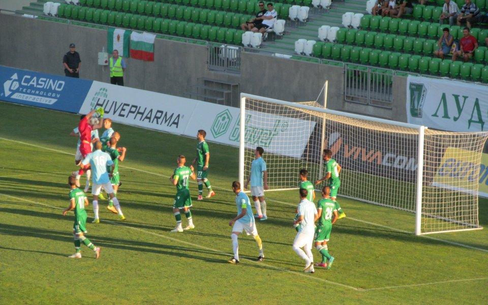 Дунав се завърна в профи футбола с победа на