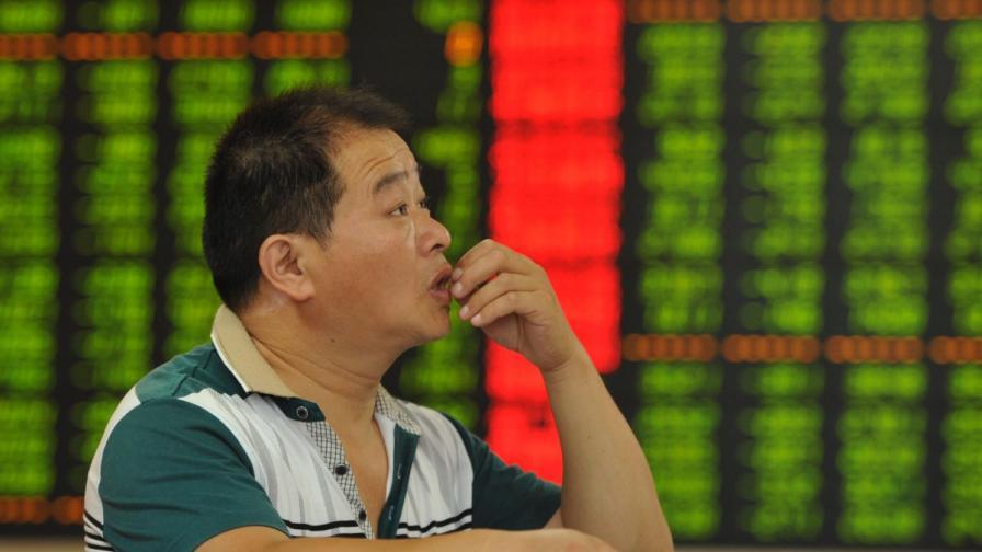 Шанхайската фондова борса отчете рекорден спад