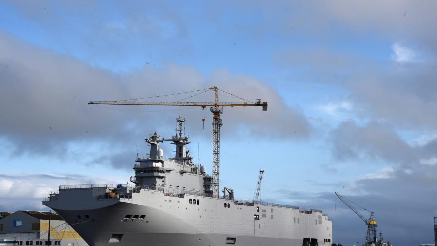 """Франция трябваше да предаде първия от корабите """"Мистрал"""" още миналата година"""