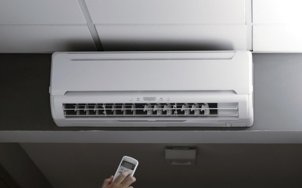 <p>Ако имате климатик, то не пропускайте този уред, защото и той чака своето.</p>