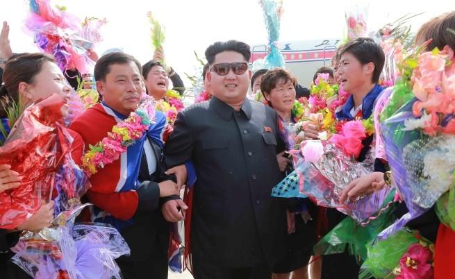 Ким Чен-ун поздравява спортисти, спечелили призови места на азиатски игри, 11 август 2015 г.