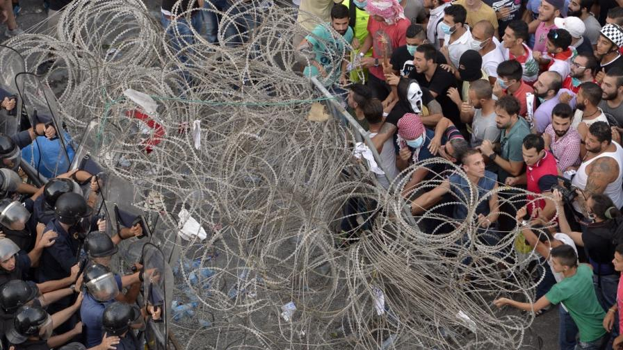 Над 70 ранени при протестите срещу кризата с боклука в Ливан