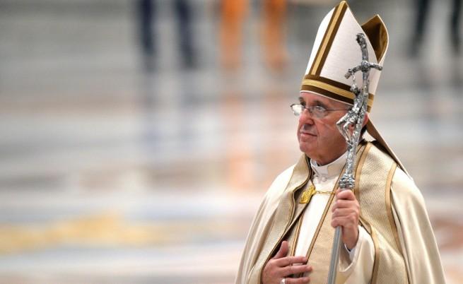 Меркел се скара на Папата по телефона