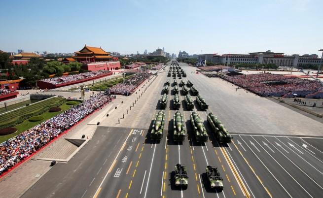 Китай показа военна мощ на пищен парад