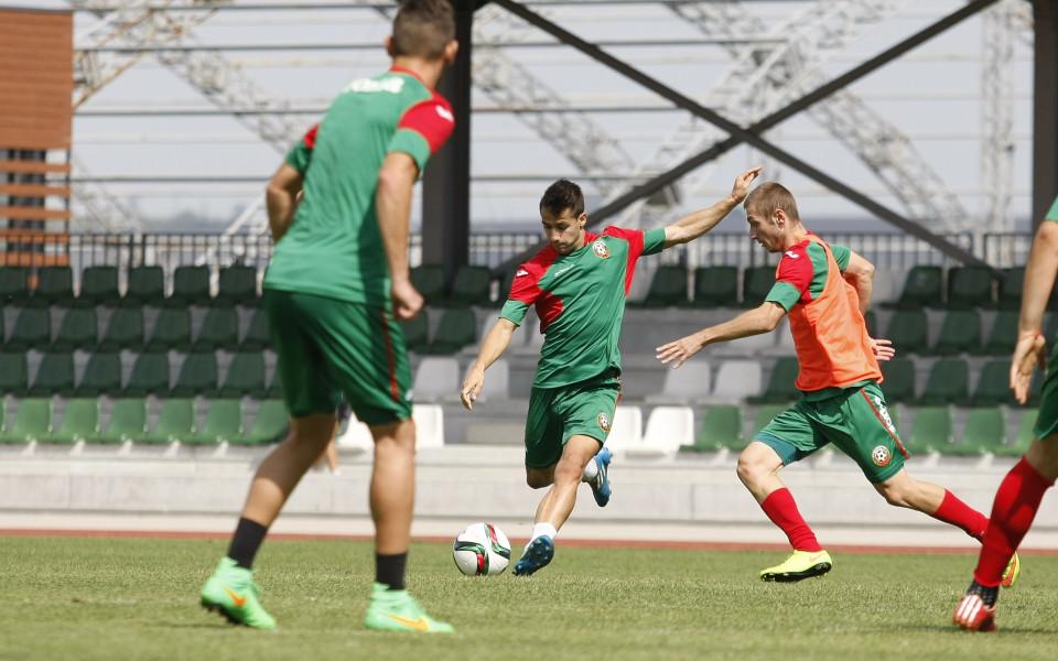 България приключи с поражение турнира в Тулон