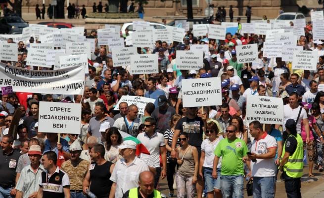 Протестът на работодателите и синдикатите срещу цените на тока в края на юли