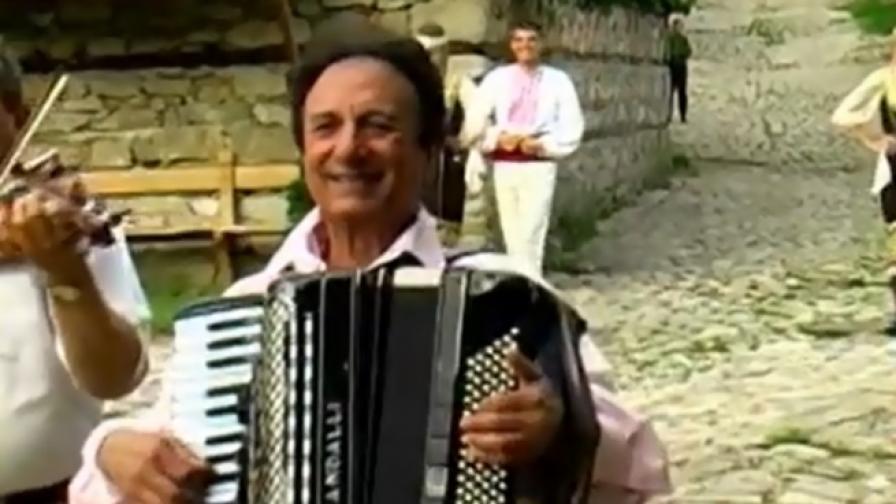 Почина известният акордеонист Ибро Лолов