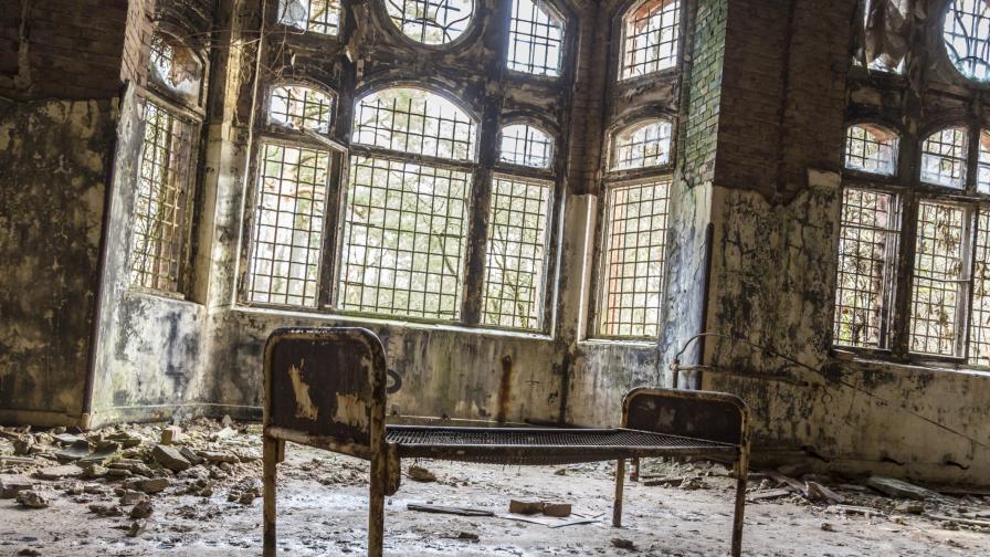 Красотата на изоставените сгради през погледа на Крисчън Ричър