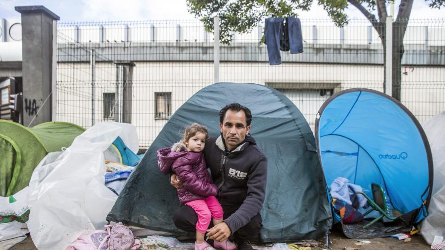 Във Франция издадоха пътеводител за бежанци