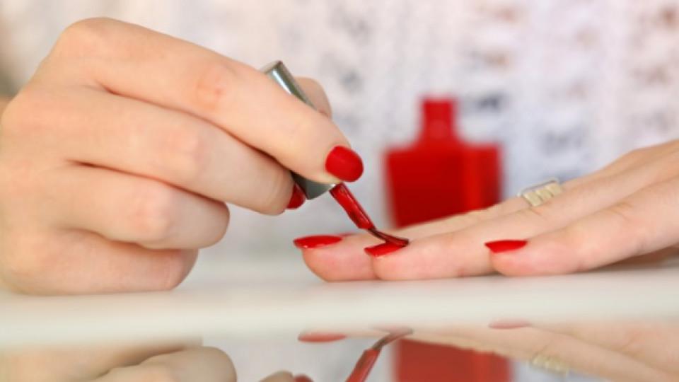 Как да се лакираме, без да се нацапаме с лак за нокти