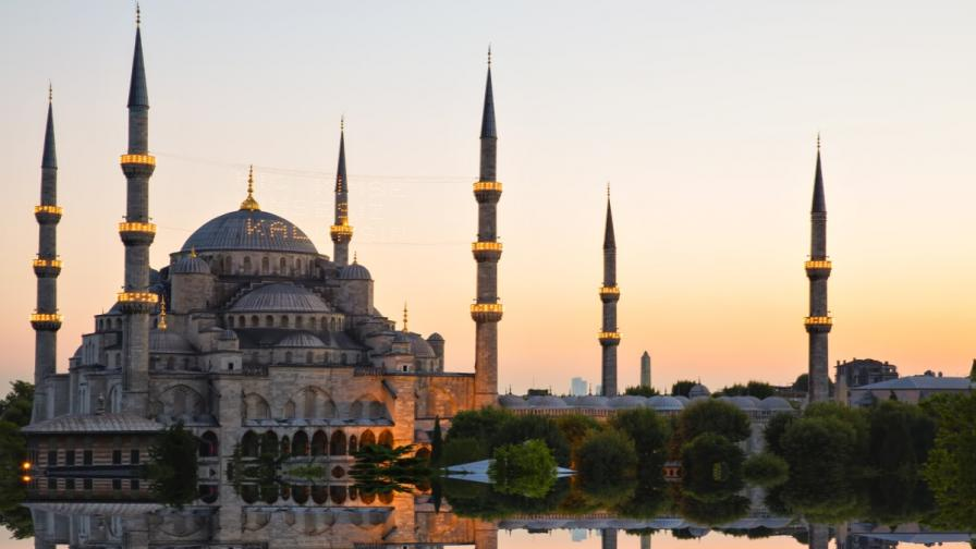 Турция отзова от Германия шестима имами, обвинени в шпионаж