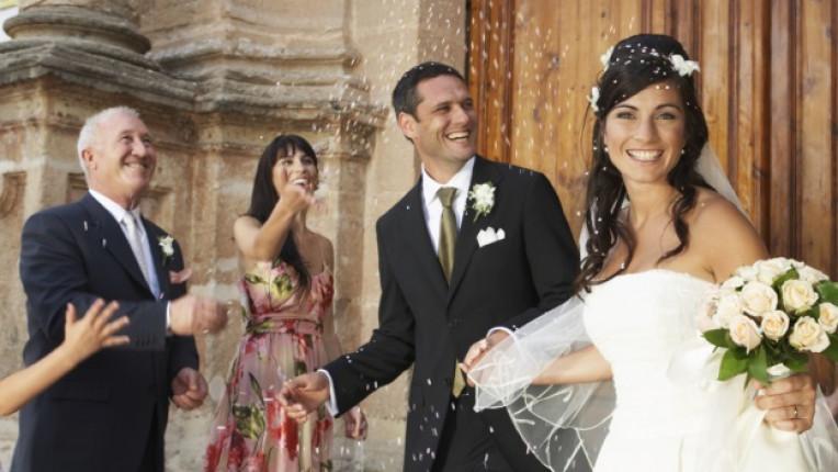 сватбен ден младоженци приятели